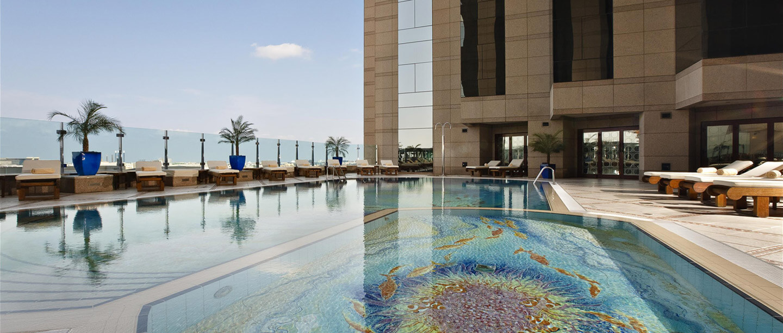 Pool med udsigt til Sheik Zayed Road