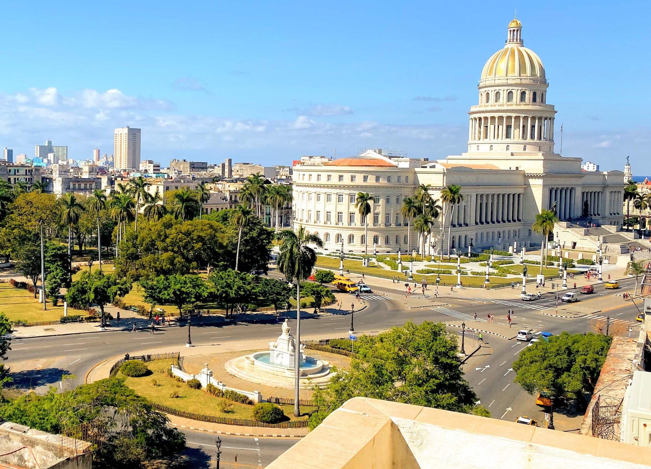 Enestående udsigt til smukke El Capitolio fra vores Airbnb lejlighed i Cubas hovedstad Havanna